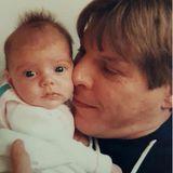 Anlässlich des Vatertags teilt GZSZ-Star Anne Menden diese bezaubernde Erinnerung aus Babytagen und gratuliert ihrem Papa liebevoll zum Ehrentag.