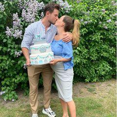 """23. Mai 2020  Lange dauert es nicht mehr, bis Sebastian Pannek und Angelina Heger ihren kleinen Jungen begrüßen dürfen. Auf Instagram schreibt sie, dass sie sehr traurig ist, keine Babyparty machen zu können, sie die Party aber als """"Welcome""""-Party nachholt, wenn nach Corona wieder möglich ist. Trotzdem hat es eine tolle Überraschung gegeben..."""