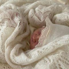 Am Samstag (23. Mai) bringt die österreichische Designerin Lena Hoschek ihr zweites Baby auf die Welt. Das kleine Mädchen hört auf den ungewöhnlichen Namen Apollonia. Komplett ist die Familie damit aber noch nicht, die Designerin hat bereits angekündigt, dass sie sich durchaus vorstellen könnte, mit ihrem Mann Mario noch ein weiteres Baby zu bekommen.