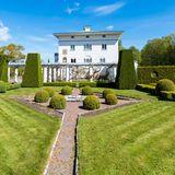 Man spricht zwar von Schloss Solliden als Schloss, weil es sich im Besitz der königlichen Familie befindet, aber eigentlich handelt es sich um eine schlossähnliche Villa. Sie wurde nicht für repräsentative Zwecke gebaut, sondern, um Königin Viktoria als privates Sommerhauszu dienen, in das sie sich zurückziehen konnte.