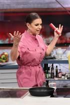 """Laura Wontorra (l.) und Verona Pooth bei """"Grill den Henssler"""". Alle Folgen der Show sehen Sie bei TVNOW."""