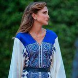 Königin Rania trägt am Unabhängigkeitstag von Jordanien ein royalblaues Kleid