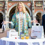 """26. Mai 2020  Prinzessin Mabel packt tatkräftig mit an. Die Schwiegertochter von Prinzessin Beatrix und Witwe von Prinz Friso engagiert sich seit Jahren für AIDS-Patienten. In Amsterdam unterstützt sie die Aktion """"Amsterdamer Frühstück"""", dessen Erlös AIDS-Patienten zugute kommt, die in Coronazeiten keinen Zugang mehr zu Medikamenten haben."""