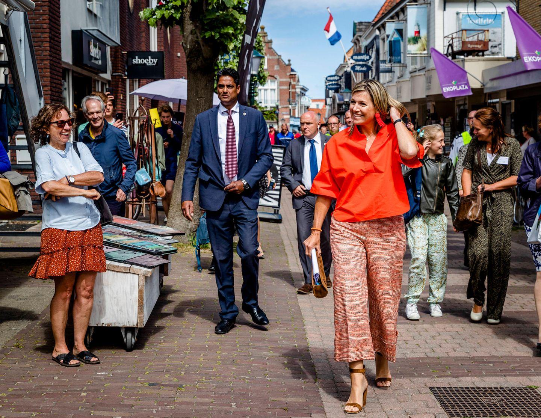 28. Mai 2020  Es ist kein gutes Jahr für Tourismus und auch in den Niederlanden wird von Reisen abgeraten. Königin Máxima stattet der beliebten Ferieninsel Texel einen Besuch ab und spricht mit Mitarbeitern aus dem Gastgewerbe über die Auswirkungen der Coronaviruskrise.