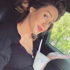 """28. Mai 2020  Der Bauch wächst und wächst. Im letzten Drittel ihrer Schwangerschaft konstatiert Angelina Heger lakonisch auf Instagram: """"Ok, es ist soweit, ich brauche keinen Tisch mehr."""" Getränke oder Eisbecher können locker auf dem Bauch abgestellt werden."""