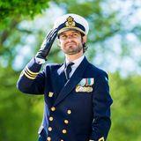 29. Mai 2020  Prinz Carl Philip, der zur Zeit als Reserveoffizier die schwedischen Streitkräfte in ihrem Hauptquartier unterstützt, erweistden Soldaten bei den Feierlichkeiten zumVeteranentag in Stockholm seine Ehre.