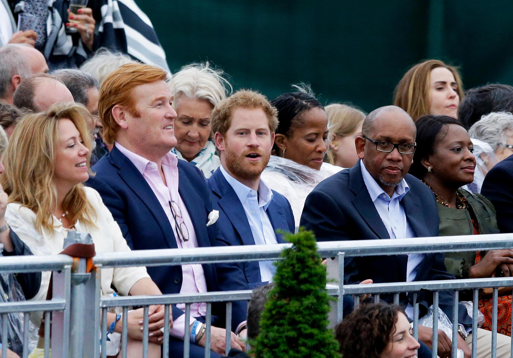 Mark Dyer und Prinz Harry besuchen ein Konzert zugunsten der Charity-Organisation Sentebale im Juni 2016.