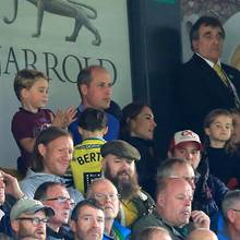Prinz George, Prinz William, Herzogin Catherine und Prinzessin Charlotte besuchen gemeinsam ein Fußballspiel