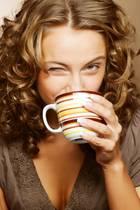 Abnehmen kann gelingen - durch einen kleinen Trick beim Kaffeetrinken.