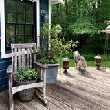 Das Haus verfügt außerdem über eine große Terrasse und einen Garten. Ein Paradies für ihren Hund Kuma.