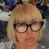 Claudia Effenberg zeigt das Ergebnis ihres letzten Friseurbesuchs: Sie trägt jetzt Pony! Den kurzen Bob hat sie schon etwas länger, aber auch der Blondton scheint aufgefrischt. Ein Gesamtlook, der sie eindeutig noch jünger aussehen lässt!!
