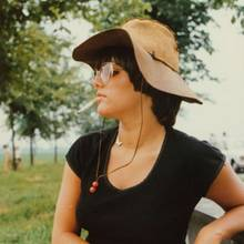 """5. Juni 2020  Birgit Schrowange schwelgt in Erinnerungen an vergangene Sommertage und überrascht ihre Fans mit diesem lässigen Schnappschuss aus der Vergangenheit. """"Schon immer 'ne coole Lady gewesen"""", kommentiert auch Moderator-Kollege Marco Schreyl ihren Instagram-Post."""