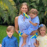 """6. Juni 2020  Prinzessin Madeleine und ihre drei Kids schicken Grüße zum schwedischen Nationalfeiertag aus den USA. Sommerlich und sehr erholt sehen die vier aus und auch bei der Farbwahl ihrer Kleidung haben sie sich abgestimmt: Madde, Nicolas, Leonore und Adrienne tragen alle Schwedens Nationalfarben Blau und Gelb. """"Wir wünschen allen einen schönen Nationalfeiertag"""", schreibt die Prinzessin im Kommentar."""