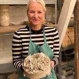 7. Juni 2020  Was hat Prinzessin Mette-Marit denn hier gebacken? Nicht ganz … Auf ihrem Instagram-Account verrät sie, dass sie unbedingt mal einen Keramik-Kurs belegen wollte …