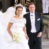 Am 8. Juni gabensich Prinzessin Madeleine von Schweden und der US-Amerikanische Unternehmer Christopher O'Neill in der Königlichen Schlosskapelle in Stockholm das Ja-Wort. Und ihr Brautkleid war eine wahre Pracht, eigens für sie angefertigt von Star-Designer Valentino.