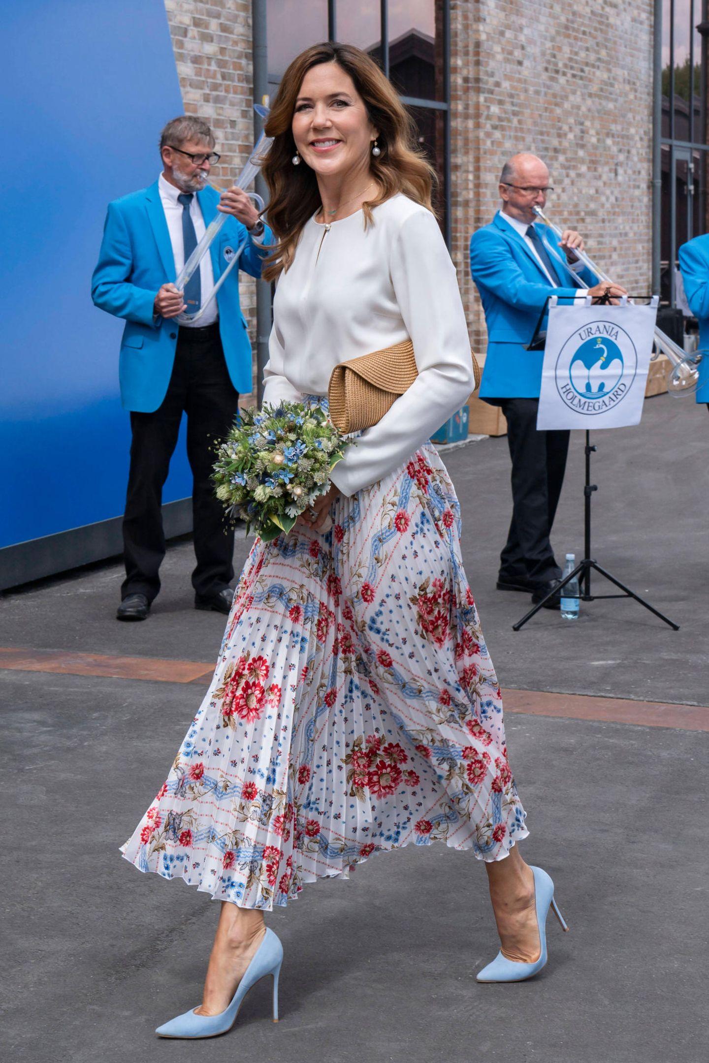 Prinzessin Mary im sommerlichen Business-Look