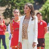 8. Juni 2020  Von Badminton über Kampfsport bis hin zum Bodybuilder - König Felipe und Königin Letizia besuchen ein sportliches Hochleistungszentrum in Madrid und treffen dabei auf eine Vielzahl erstklassiger Sportler. Nach weiteren Lockerungen des vom Coronavirus stark betroffenen Spaniens findet dieser Termin erstmals in einer entspannteren Atmosphäre statt.