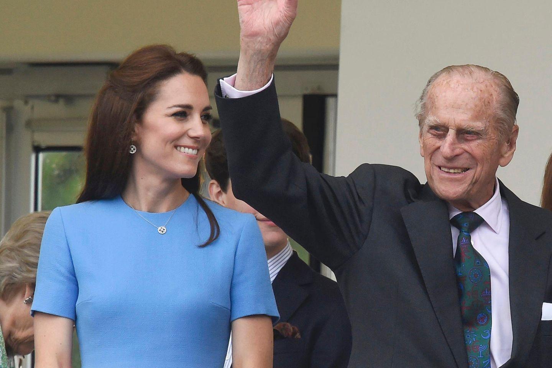 Herzogin Catherine und Prinz Philip im Juni 2016 in London.