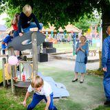 10. Juni 2020  An der frischen Luft feuert sie gut gelaunt eine Schar ausgelassen tobender Kinder an und freut sich über deren Einsatz. er Nationale Jugendfond Jantje Beton widmet sich dem sicheren Spielen im Freien.