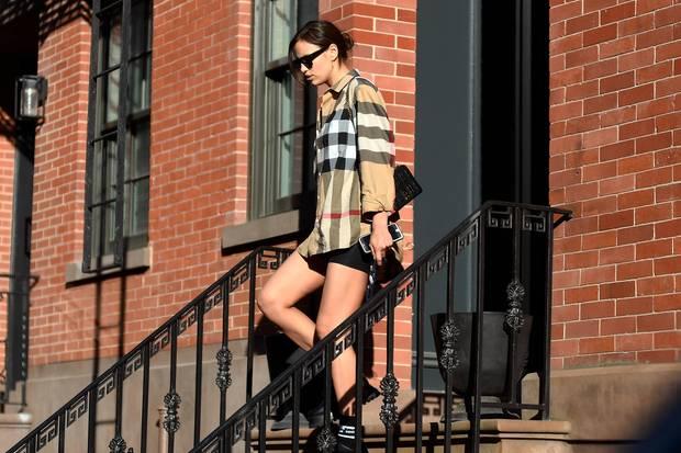 Paparazzi konnten Irina Shayk Ende Mai vor Bradley Coopers Haus ablichten