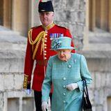"""13. Juni 2020  Eigentlich ist ihr Geburtstag am 21. April, der aber dann nur im Kreis der britischen Königsfamilie gefeiert wird. Doch jedes Jahr am zweiten Samstag im Juni findet die große Parade """"Trooping the Colour"""" statt, um ihren Ehrentag mit dem Volk und Touristen groß öffentlich zu feiern. In diesem Jahr findet sie allerdings wegen der Coronakrise nicht wie üblich statt."""