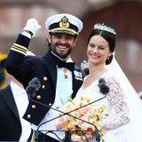 Seit dem 13. Juni 2015 ist die bürgerliche Sofia Hellqvist die Frau von Prinz Carl Philip von Schweden. Das Jawort gibt sich das Paar in der Schlosskirche in Stockholm – vor allem Sofia begeistert mit ihrem royalen Brautkleid.