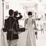 Da sind sie! Jetzt können die Stockholmer das frisch angetraute Ehepaar bejubeln und beglückwünschen.