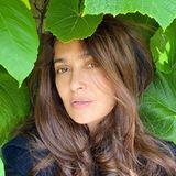 Ja, diese Beauty ist schon 53!Salma Hayek postet dieses Foto, das sie ungeschminkt zeigt - und zurecht möchten alle wissen: WelchemWundermittel hat sie diesen Traum-Teint zu verdanken?