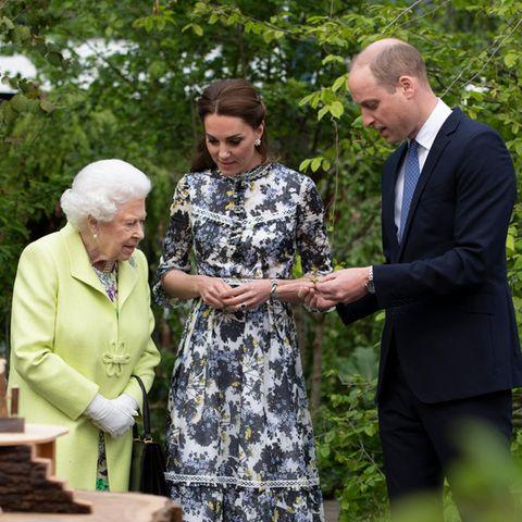 Queen Elizabeth mit Herzogin Catherine und Prinz William