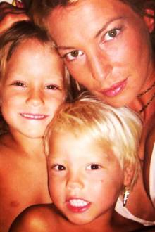 Giulia Siegel wird 1995 zum ersten Mal Mutter, ihr ältester Sohn Marlon Siegel wird geboren. Im Jahr 2000 heiratet sie den Unternehmer und Wirtschaftswissenschaftler Hans Wehrmann. Er ist der Vater ihrer zweieiigen Zwillinge Nathan Wehrmann und Mia Wehrmann, die im Jahr 2002 das Licht der Welt erblicken.