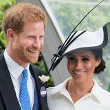 Es sind Bilder aus einer anderen Zeit: Im Juni 2018, knapp einen Monat nach der großen Traumhochzeit, besuchen Prinz Harry und Herzogin Meghan das Pferderennen in Ascot. Beide strahlen glücklich...