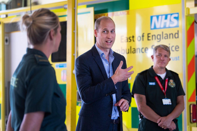 16. Juni 2020  Nach der Lockerung des Lockdowns nimmt auch Prinz William wieder öffentliche Termine wahr. In King's Lynn (Norfolk) besucht er die Ambulanz im Queen Elizabeth Krankenhaus und spricht mit Sanitätern.