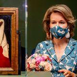 """16. Juni 2020  Das Jahr 2020 wurde in Flandern zum Jan van Eyck-Jahr erklärt.Aus diesem Anlass besichtigt Königin Mathilde inBrügge die Ausstellung """"Van Eyck in Bruges"""" im Groeningermuseumund auch das renovierteGruuthusermuseum."""