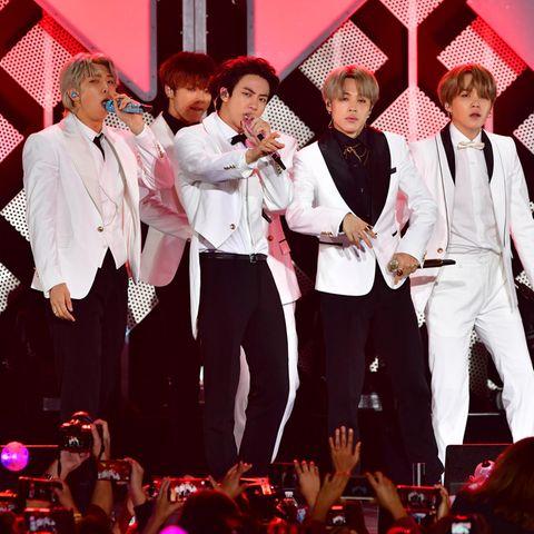 """Die gefeierteK-Pop-Band """"BTS"""" bei einem Konzert."""