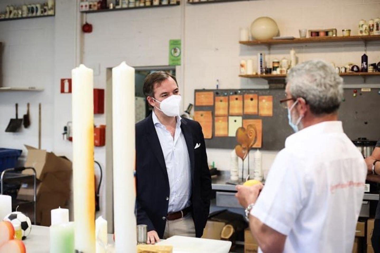 17. Juni 2020  Handwerk wird im kleinen luxemburgischen Staat groß geschrieben. Erbgroßherzog Guillaume besucht die traditionsreiche Kerzenfabrik Peters inHeiderscheid, in der seit 1885 Kerzen handgefertigt werden.