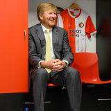 17. Juni 2020  König Willem-Alexander besucht das De Kuip Fußballstadion in Rotterdam, in dem die Mannschaft Feyenoord Rotterdam ihr Zuhause hat.