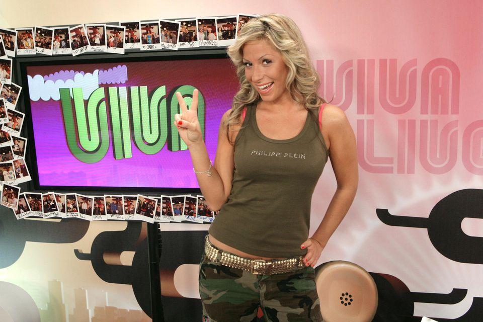 "Gülcan Kamps, damals noch Karahanci, während ihrer Sendung ""Viva Life!"" 2006."