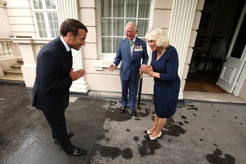 18. Juni 2020  Prinz Charles und Herzogin Camilla begrüßen Emmanuel Macron. Hintergrund war der 80. Jahrestag der historischen Rede Charles de Gaulles, in der am 18. Juni 1940 von London aus die Franzosen zum Widerstand gegen die deutsche Besatzung aufrief.
