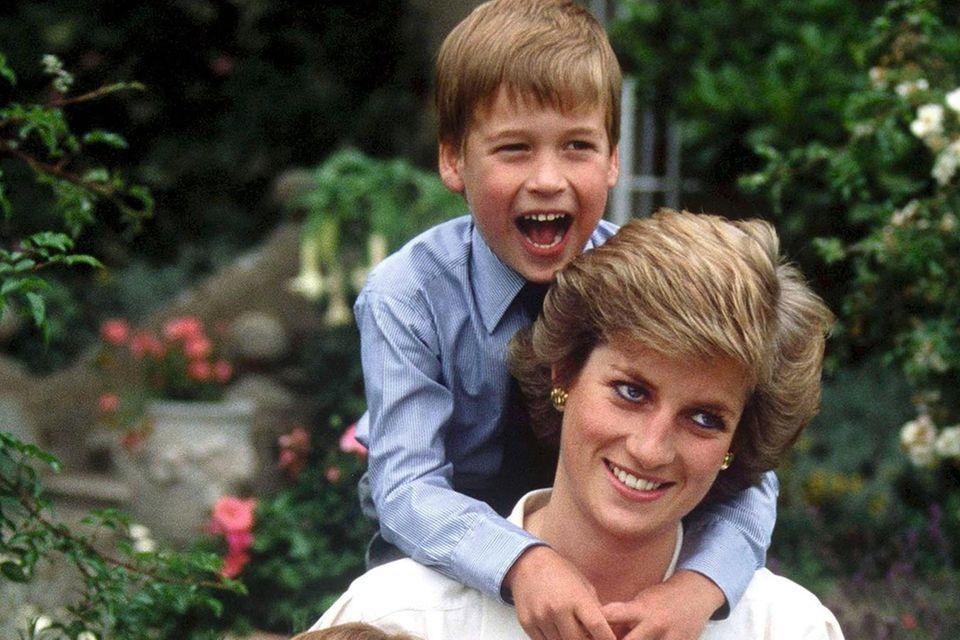 Das Foto von Diana und ihren Söhnen wurde zu ihrem 20. Todestag in einer Doku, die in Deutschland auf NDR gezeigt wurde, veröffentlicht.