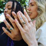 Schauspielerin Raven Symoné hat ihre große Liebe Miranda geheiratet. Neben coolen Partnertattoos am Ringfinger, die ihre Initialien in einander übergehen lassen, tragen beide jetzt einen auffälligen goldenen Ehering.