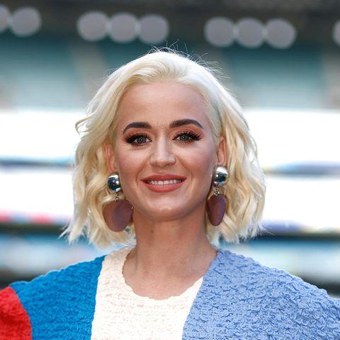 Hautbild verbessern: Katy Perry hat ihre Hautunreinheiten besiegt.