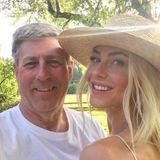 """Zum Vatertag bedankt sich auchJulianne Hough bei ihrem Papa Bruce, der beste """"Daddio"""", den sich ein Mädchen nur wünschen kann."""