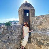 """""""Freue mich schon, wenn ich irgendwann unserer Kleinen solch schöne Orte zeigen kann"""", schwärmt Barbara Meier auf Instagram. Auf dem Foto hat sie ihren Babybauch in ein pastellgelbes Tubekleid gehüllt und wappnet sich mit einer Sonnenbrille gegen die grellen Strahlen – in einer Traumkulisse!"""