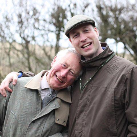 """""""Fröhlichen Vatertag!"""" schreibt Prinz William zu diesem Foto mit Papa Prinz Charles. Aufgenommen wurde das Foto von Herzogin Catherine"""