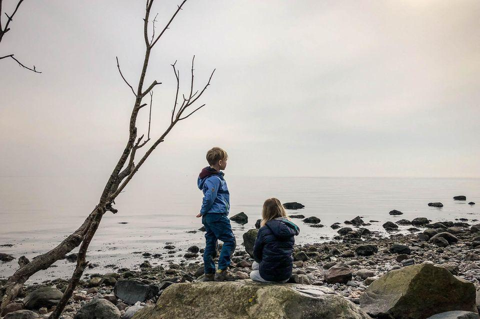 Idyllisch:Christo Foerster und seine Kinder auf einem Mikroabenteuer.
