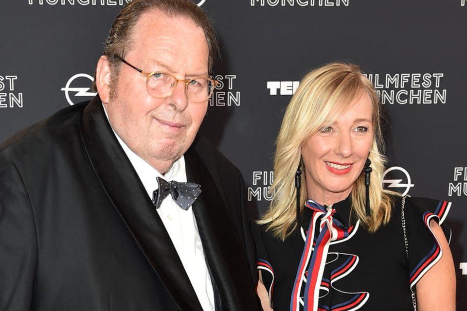 Ottfried Fischer hat seine Lebensgefährtin Simone Brandlmeier geheiratet