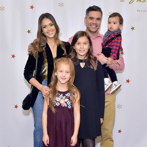 Jessica Alba und Cash Warren mit Baby Hayes, Haven und Honor