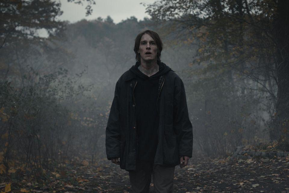 """Louis Hofmann als """"Jonas Kahnwald"""" in der dritten Staffel von """"Dark"""", die am 27. Juni auf Netflix Premiere feiert."""