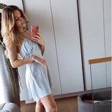 Rund drei Wochen nach der Geburt von Söhnchen Rome zeigt sich Ann-Kathrin Götze ihren Fans erstmals ohne Babybauch in ihrer Instagram-Story. In einem sommerlichen Jumpsuit und mit Designer-Pantoletten an ihren Füßen ist sie bestens für den sonnigen Spaziergang mit ihrem kleinen Baby gewappnet.