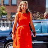 Was für ein Strahlen: Selbst nach der Quarantäne-Zeit lässt sich Königin Máxima ihre gute Laune nicht nehmen. Zu einem Termin in der niederländischen Stadt Apeldoorn zeigt sich die 49-Jährige in einem ganz besonderen Kleid ihres Lieblingslabels Natan. Das orangefarbene Kleid im Etui-Schnitt und ausgestelltem Rock trug die niederländische Königin zu ihrem ersten Treffen mit ...